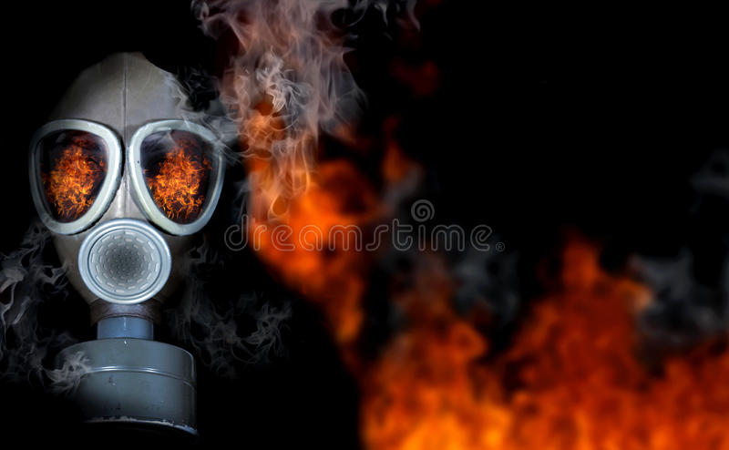 Fille dans le masque de gaz photographie stock
