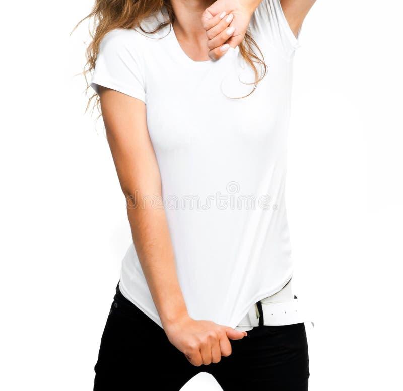 Fille dans le T-shirt blanc images stock