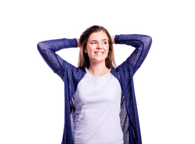 Fille dans le T-shirt et le cardigan, jeune femme, tir de studio photographie stock