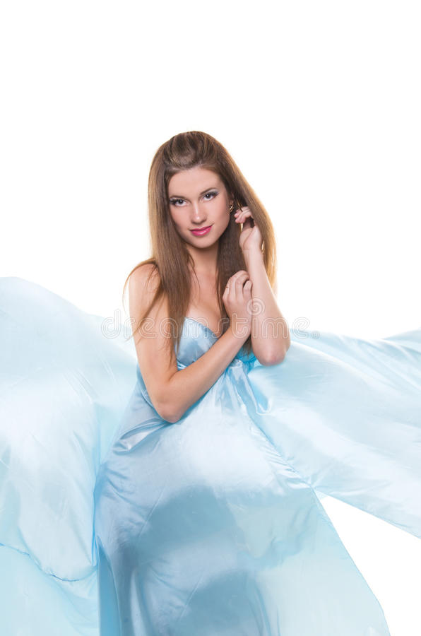 Fille dans les tissus en soie bleus photos stock