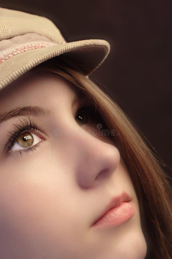 Fille dans un chapeau photo stock