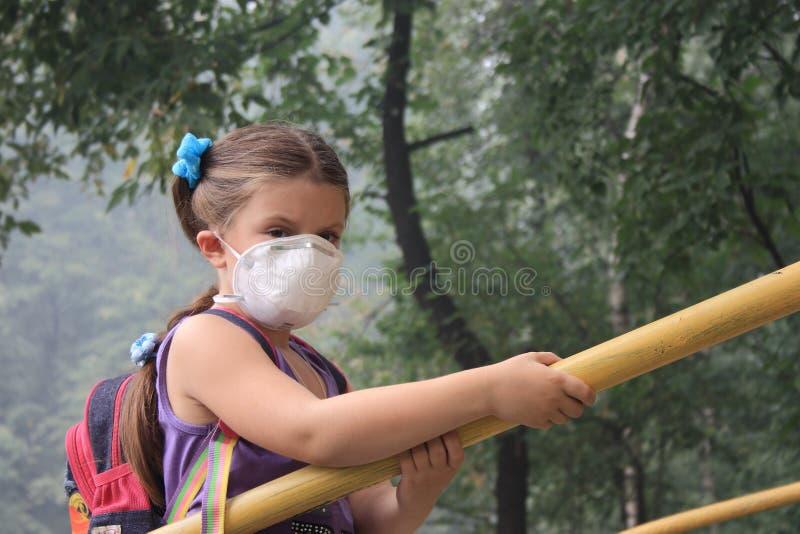 Fille dans un respirateur image libre de droits
