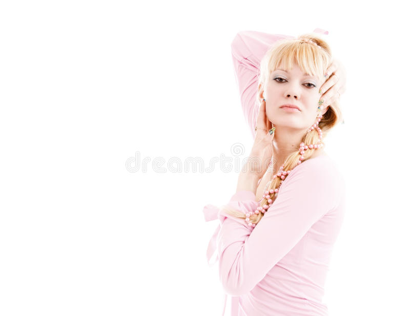 Fille dans une robe rose