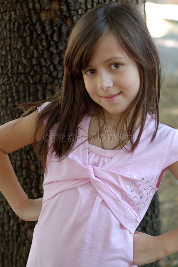 Fille dans une robe rose photo stock