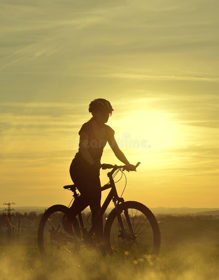 fille de bicyclette photos stock