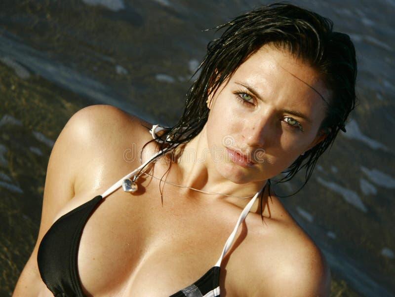 Download Fille de bikini photo stock. Image du jeunesse, brunette - 730012