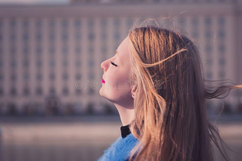 Fille de Blondy photographie stock