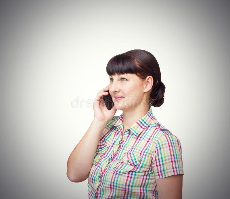 Fille de brune parlant au téléphone portable image libre de droits