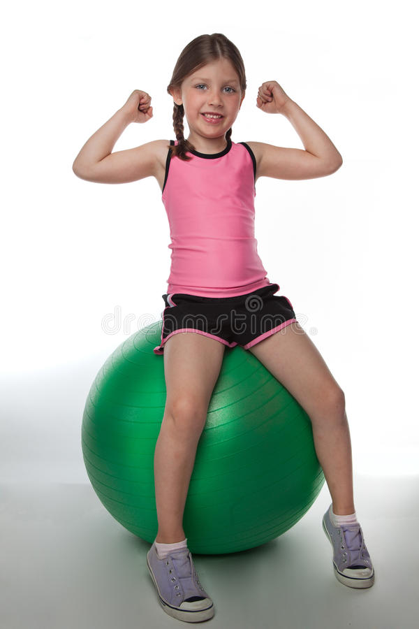 Fille de Fitball images stock