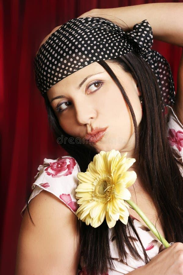 Download Fille de fleur image stock. Image du jaune, beauté, people - 63041