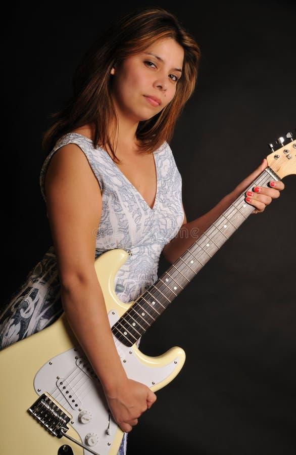 Fille de guitare photographie stock libre de droits