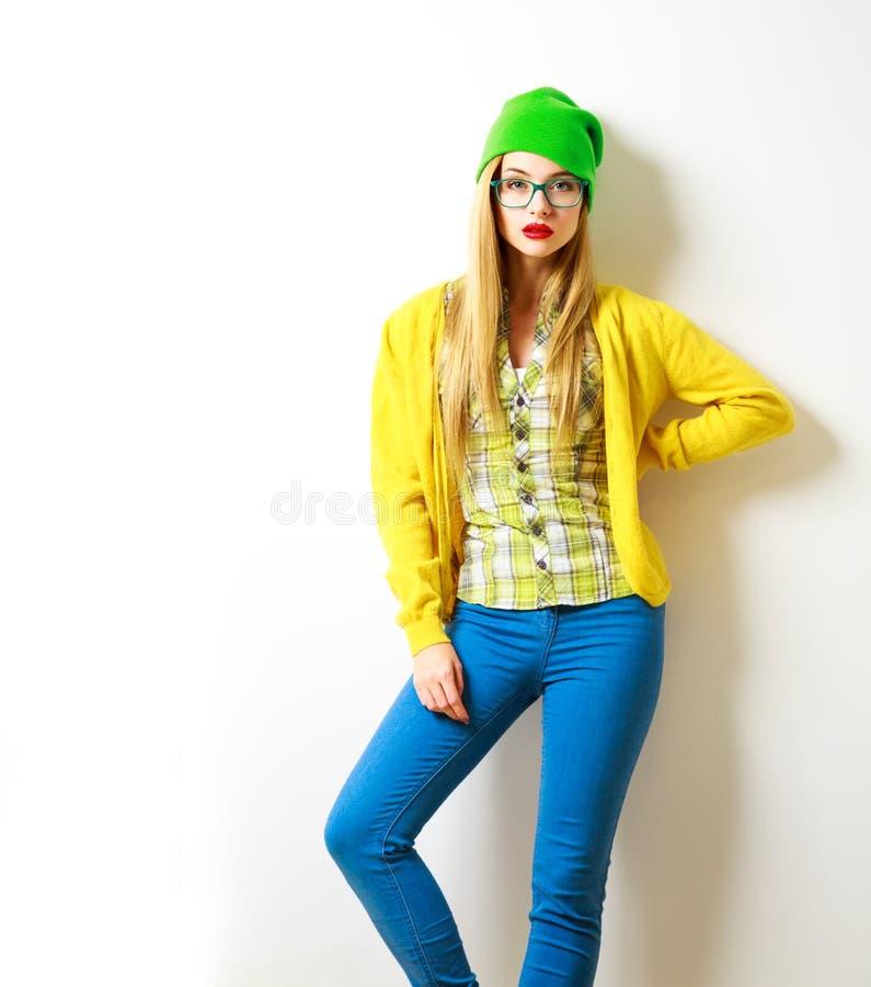 Fille de hippie au fond blanc Mode de source Non d'isolement photo stock