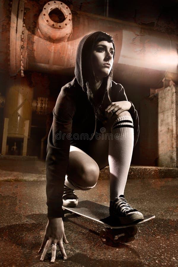 Fille de l'adolescence de beau patineur images libres de droits