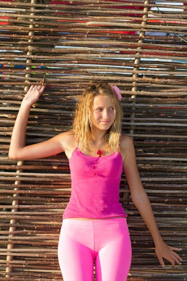 Fille de l'adolescence mignonne photographie stock libre de droits