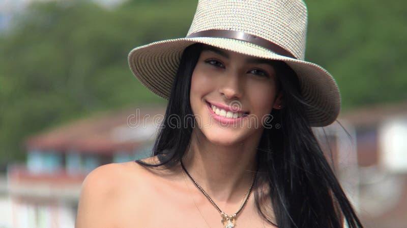 Download Fille De L'adolescence Souriant Sur Sunny Day Photo stock - Image du été, teens: 87705070