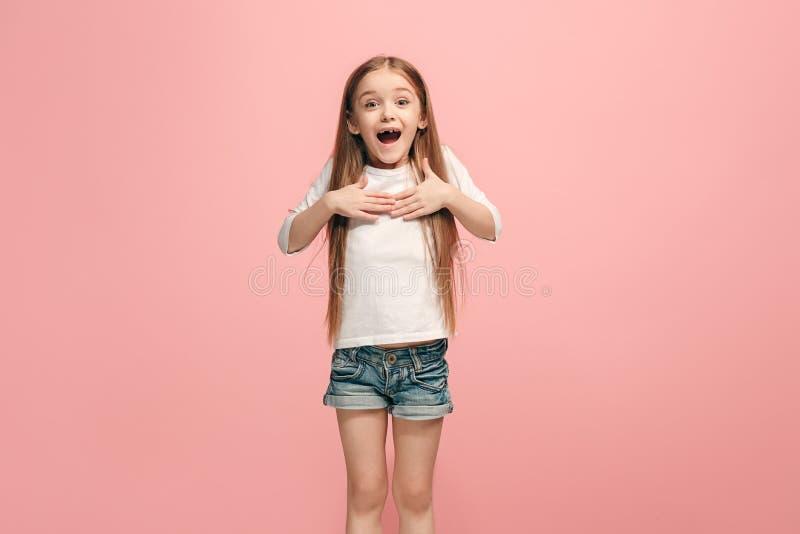 Fille de l'adolescence de succès heureux célébrant étant un gagnant Image énergique dynamique de modèle femelle photos libres de droits