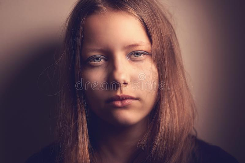Fille de l'adolescence triste image stock