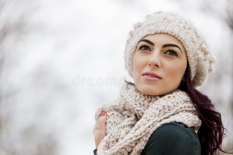 Fille de l'hiver images stock