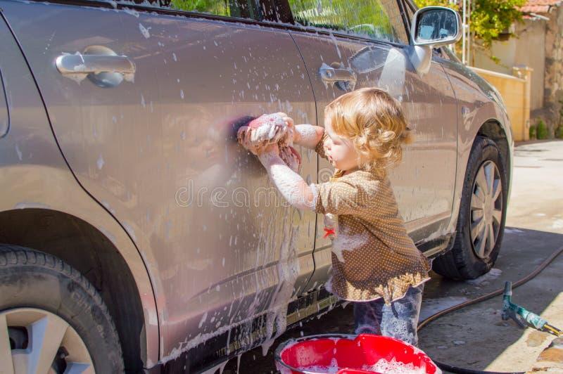 Fille de lave-auto image stock