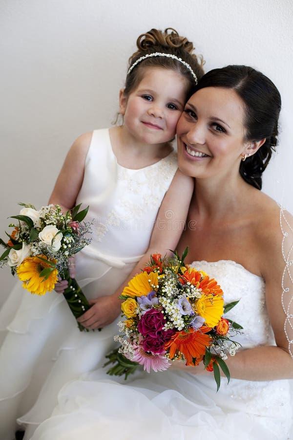 Fille de mariée et de fleur images libres de droits