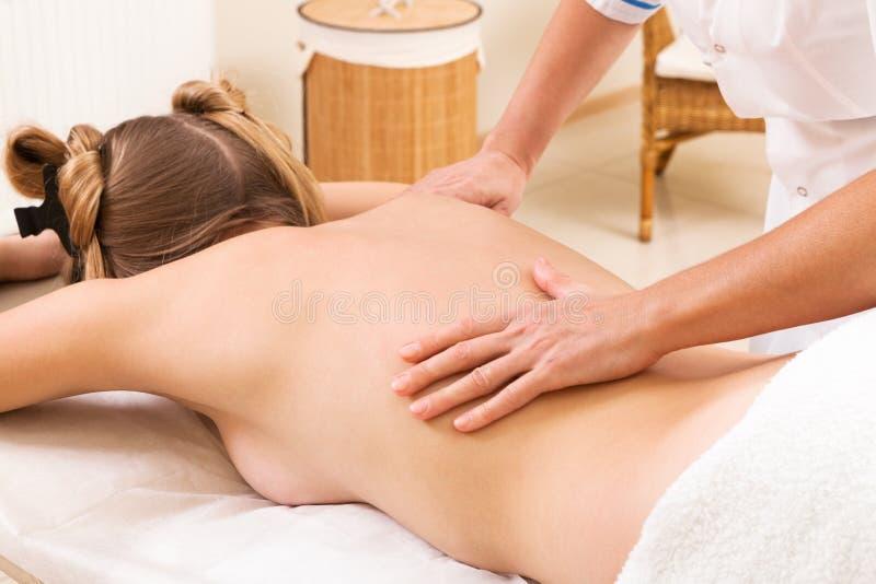 Fille de massage images libres de droits