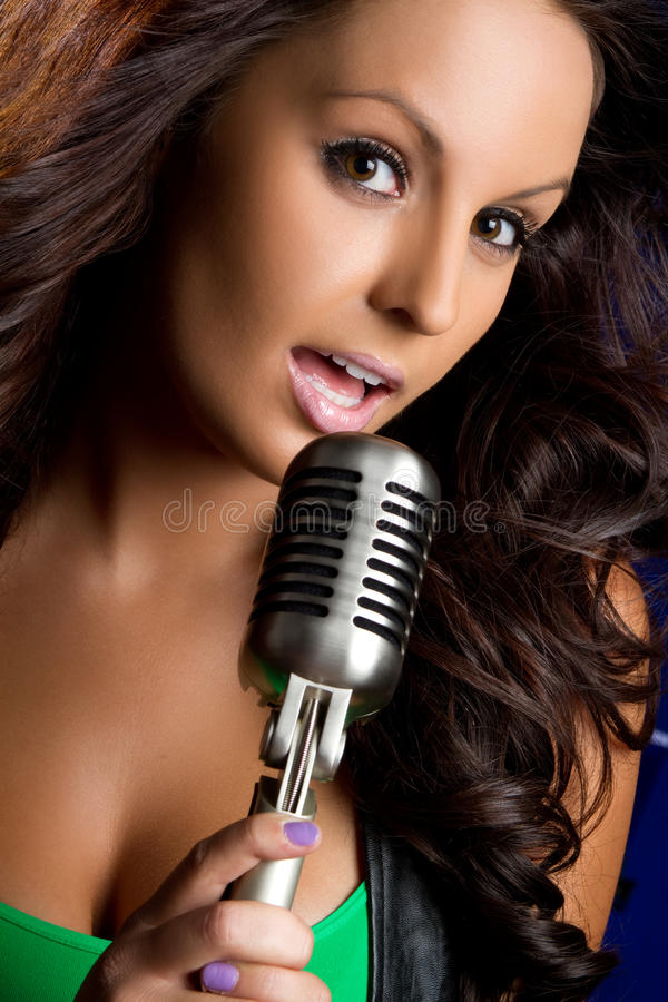 Fille de microphone images stock