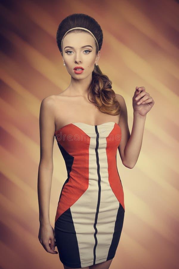 Fille de mode avec la robe courte photos stock