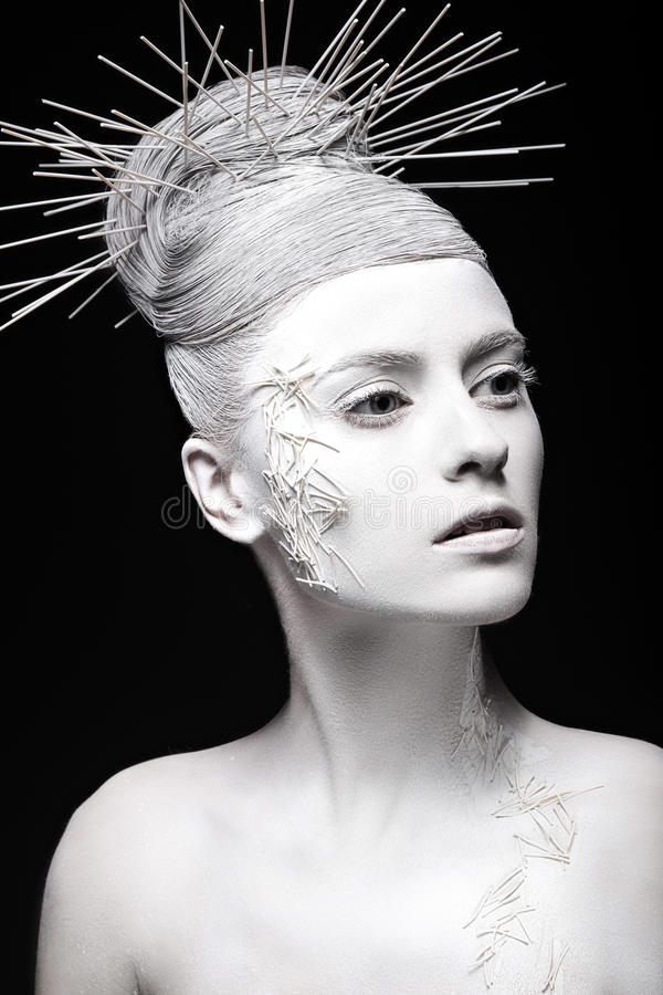 Fille de mode d'art avec la peau blanche et peu commun photo stock
