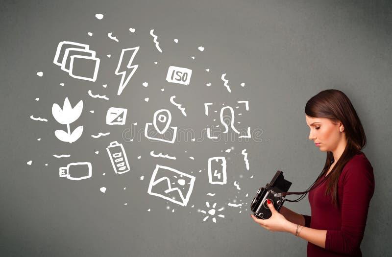 Download Fille De Photographe Capturant Les Icônes Et Les Symboles Blancs De Photographie Illustration Stock - Illustration du batterie, fixation: 45365698