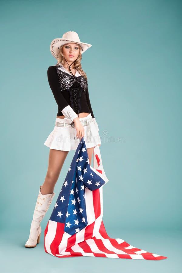 Fille de pin-up avec le drapeau américain photo libre de droits