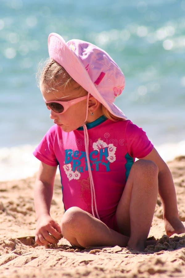 fille de plage peu image stock