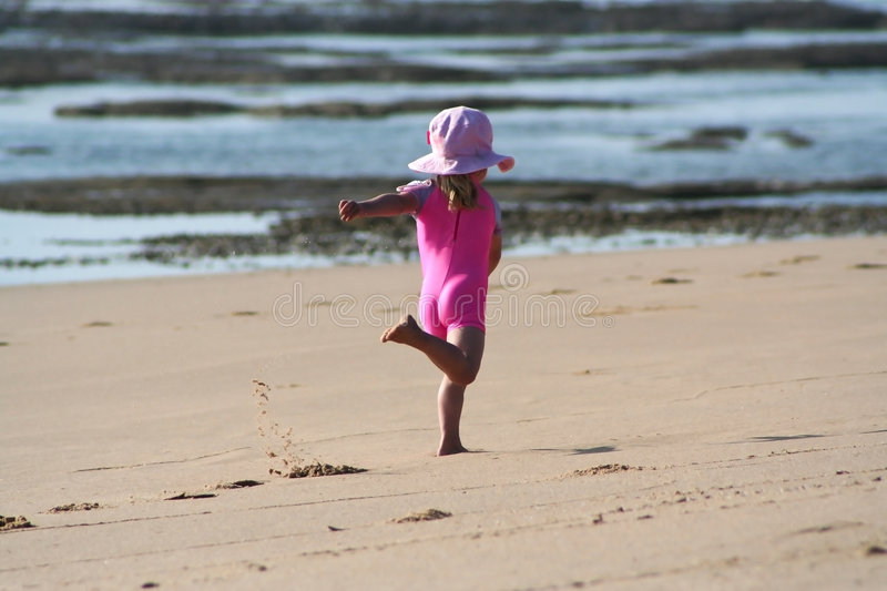 fille de plage peu photo libre de droits