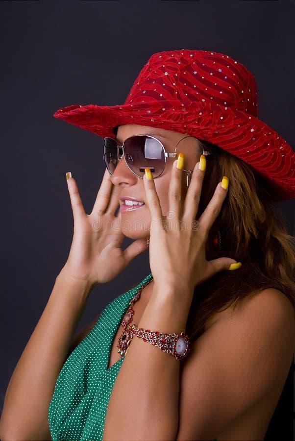 Fille de réception dans Red Hat photographie stock