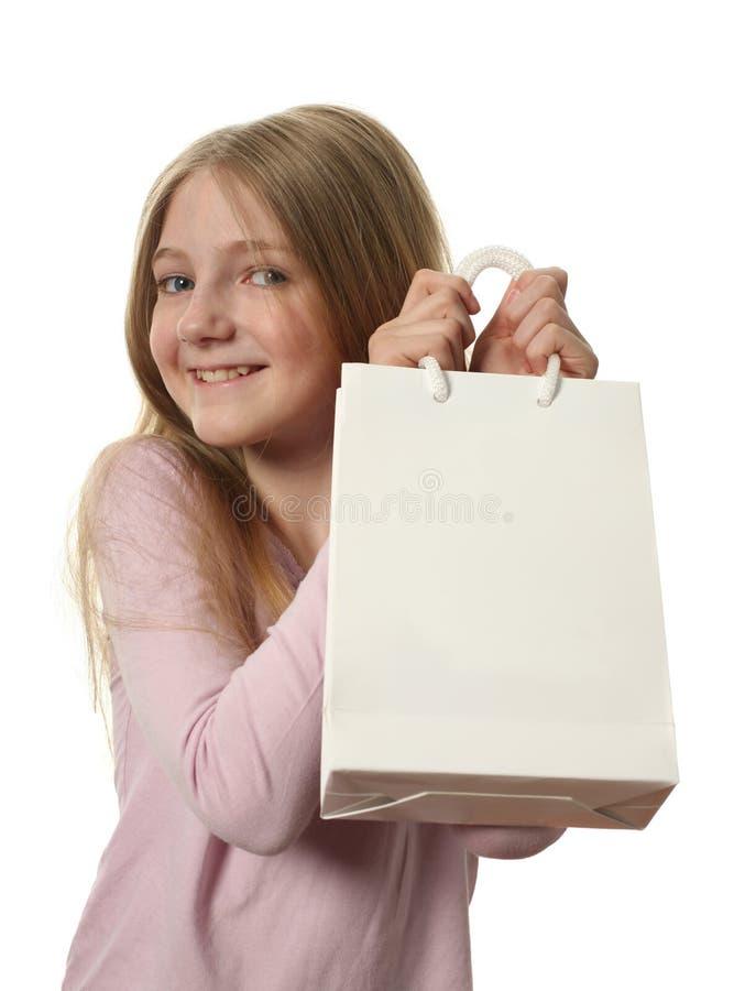 fille de sac retenant de jolis achats photographie stock libre de droits