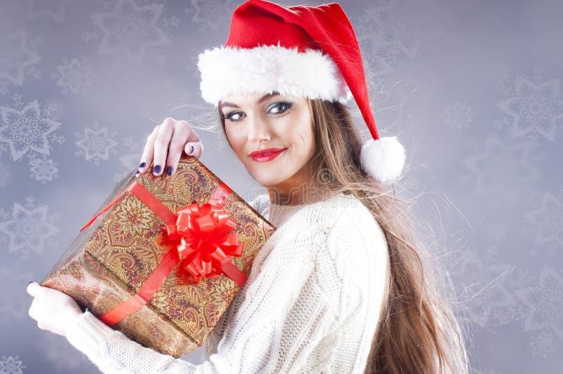 Fille de Santa avec le cadre de cadeau photo stock