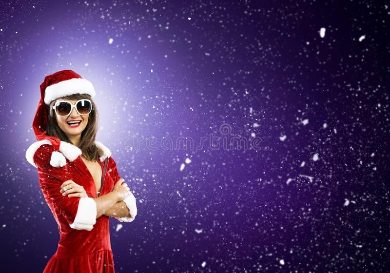 Fille de Santa dans le costume photographie stock