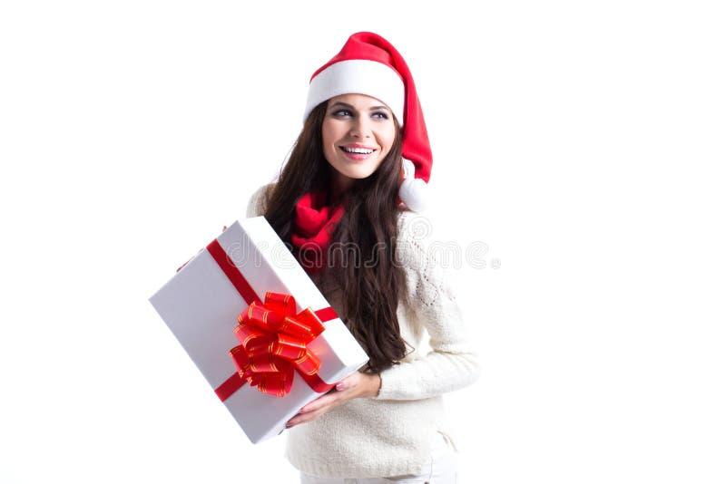 Fille de Santa tenant le cadeau sur le fond blanc photographie stock libre de droits