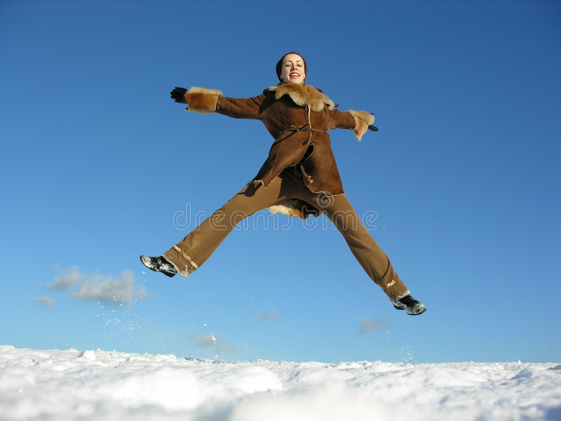 Fille de saut de mouche. l'hiver. 2 images stock