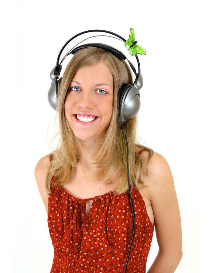 Fille de sourire avec des écouteurs image stock
