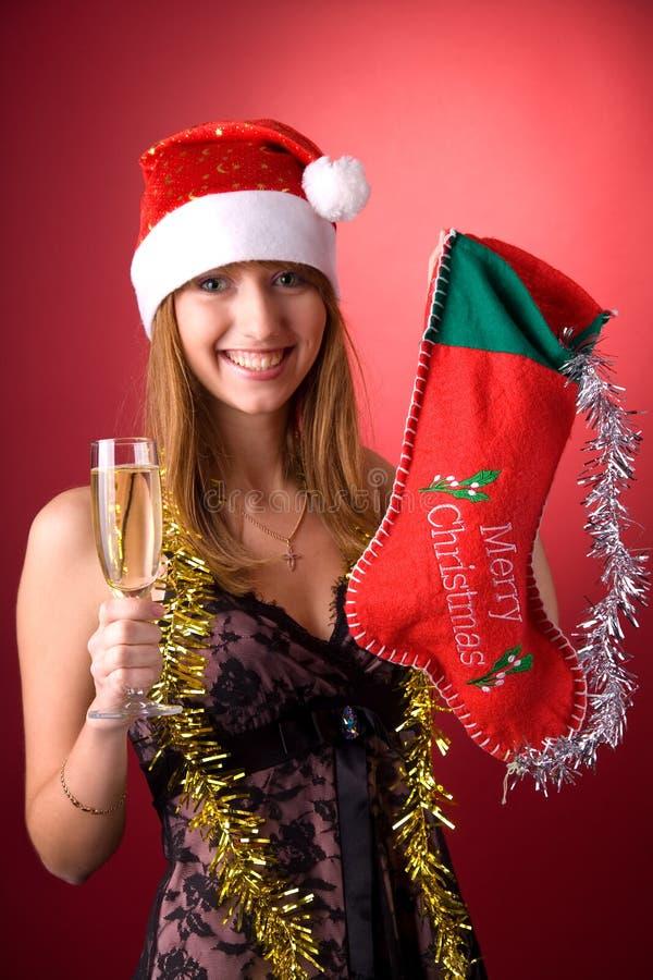 Fille de sourire avec le bas de Noël images libres de droits