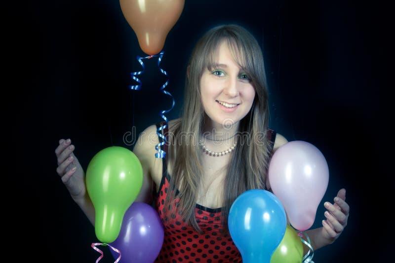 Fille de sourire avec les ballons colorés photos libres de droits
