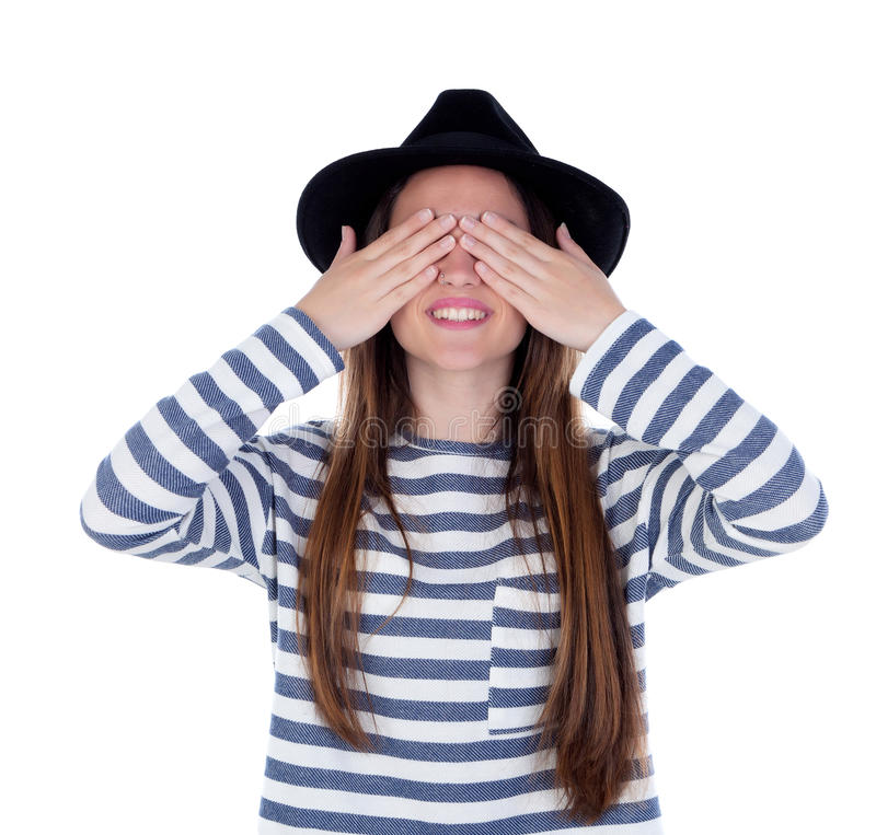 Fille de sourire d'adolescent avec le chapeau noir couvrant ses yeux photo libre de droits