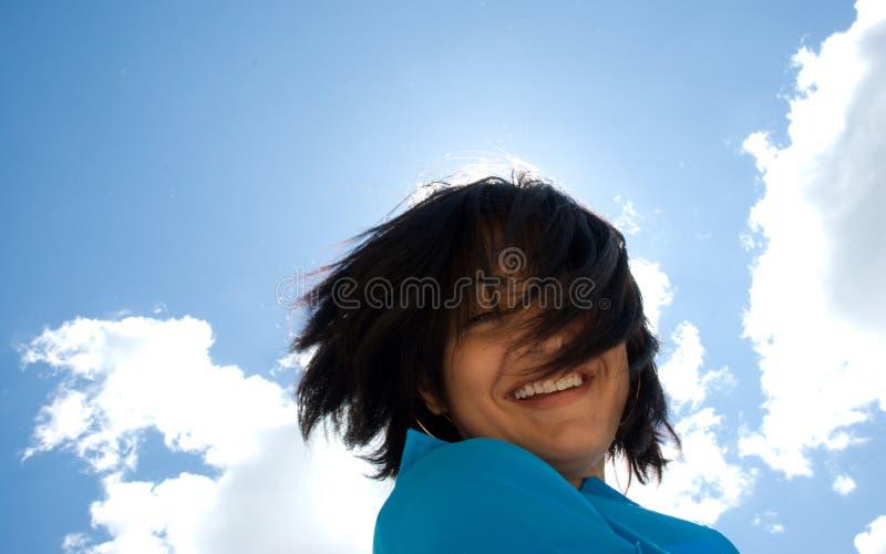 Fille de sourire ensoleillée photos libres de droits