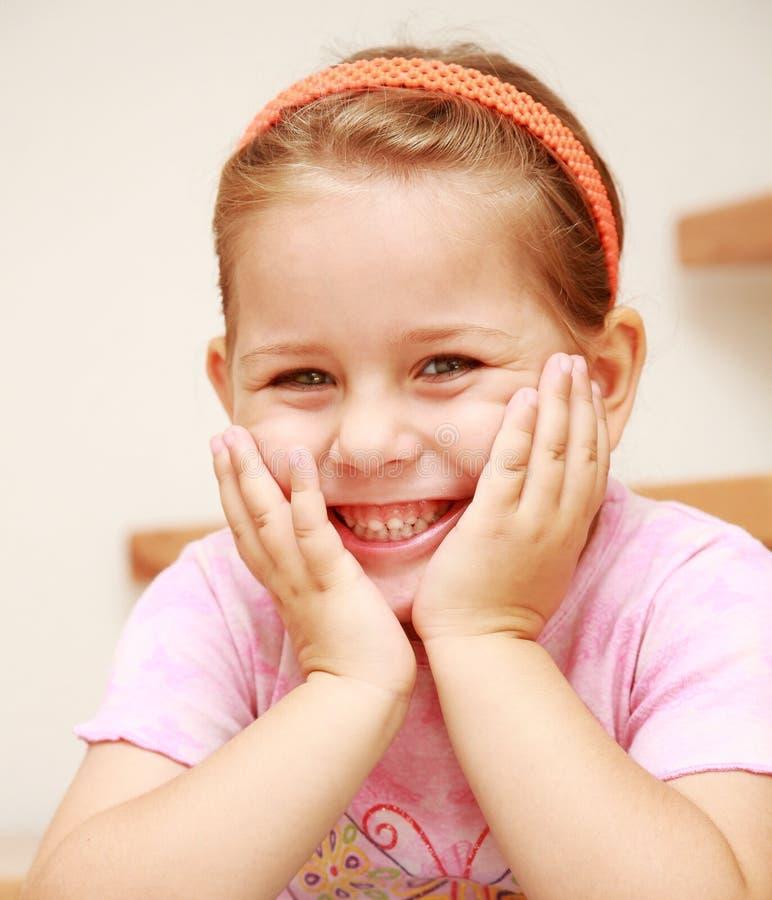 Fille de sourire mignonne photos libres de droits