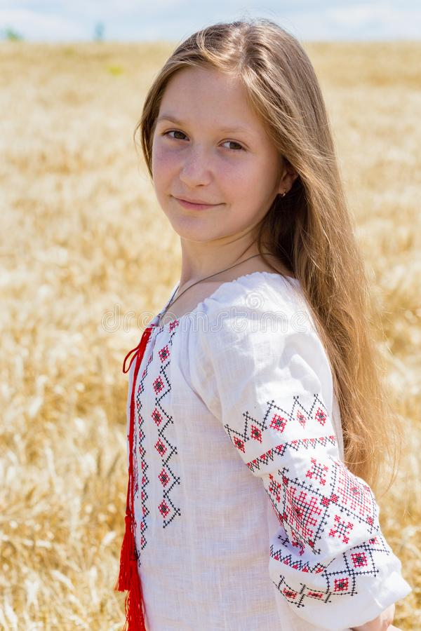 Fille de sourire ukrainienne photographie stock