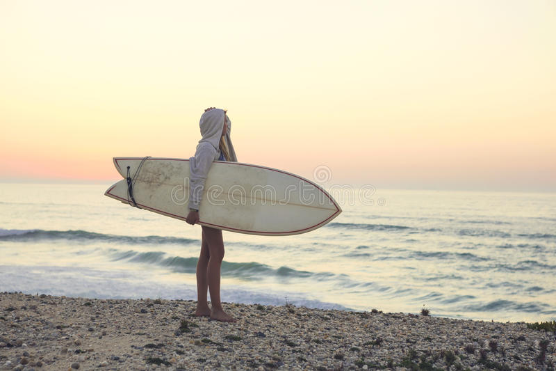 Fille de surfer images stock