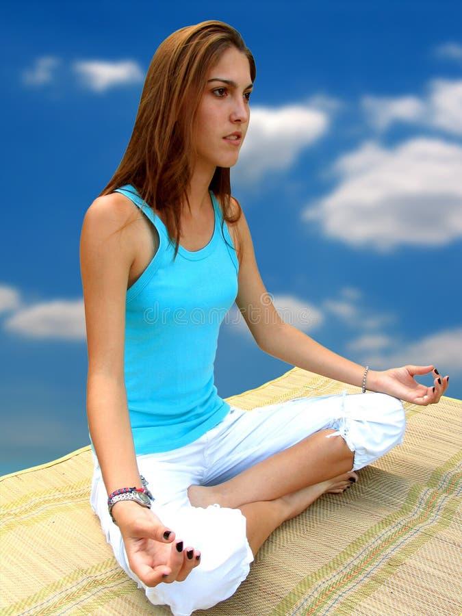 Fille de yoga photos libres de droits