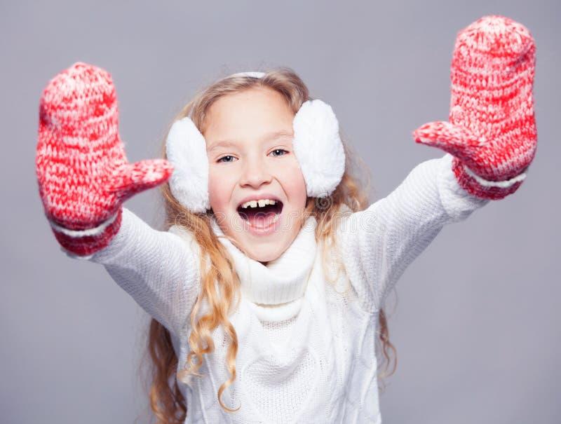 Fille en vêtements d'hiver photos libres de droits