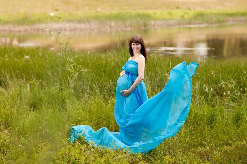 Fille enceinte de mode photos libres de droits