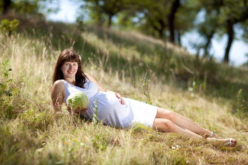 Fille enceinte de mode image stock